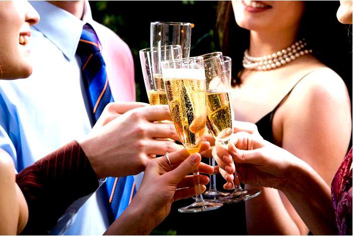 Пить с шампанским