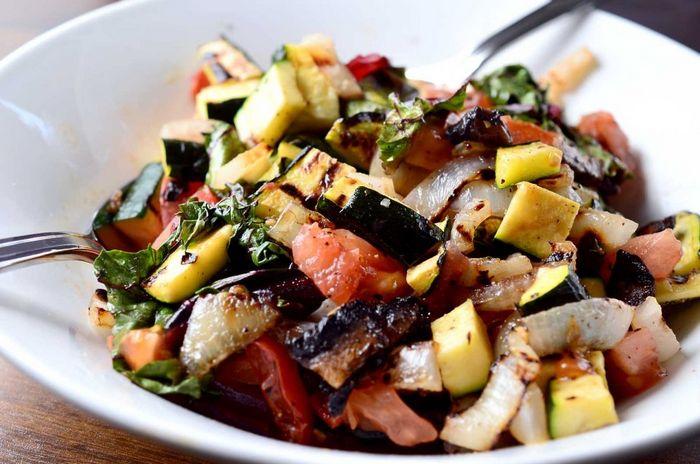 Испанский салат из жареных овощей
