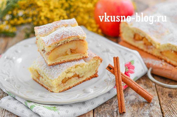 Яблочный пирог с половинками яблок