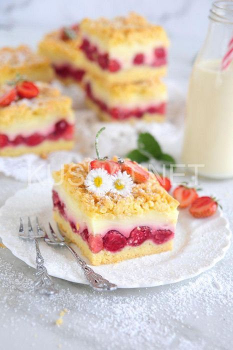 Клубничный пирог с клубникой