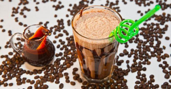 Кофе с шоколадным соусом