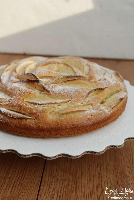 Миндальный пирог с яблоками