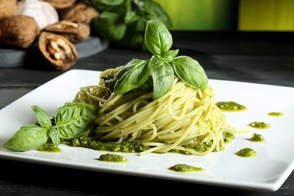 Спагетти с рукколой песто
