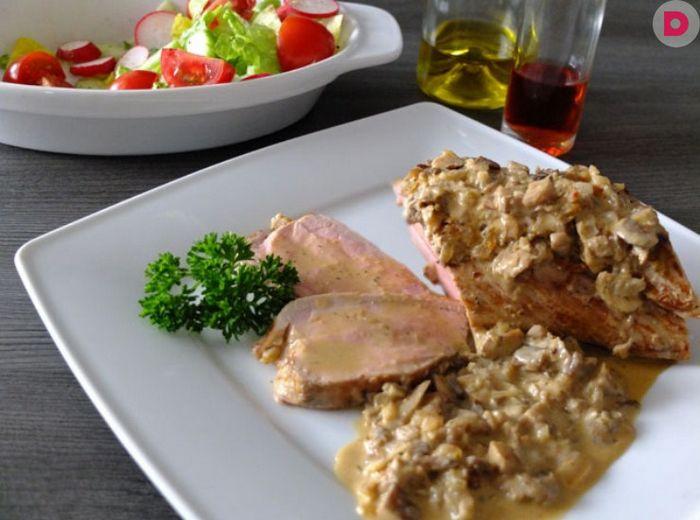 Свиное филе в соусе на основе коньяка