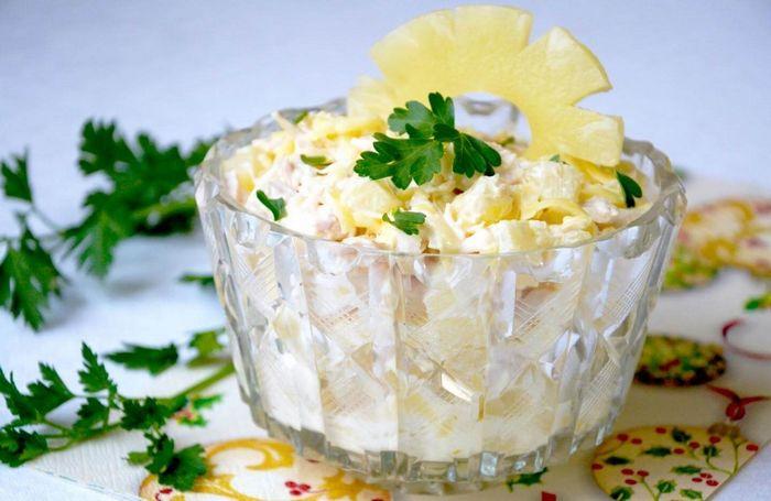 Влажный пирог с сыром и фруктами