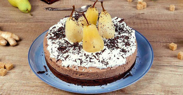Влажный шоколадный муссовый торт с грушами без муки